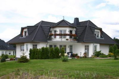 Anspruchsvolle Dacheindeckung eines Wohnhauses